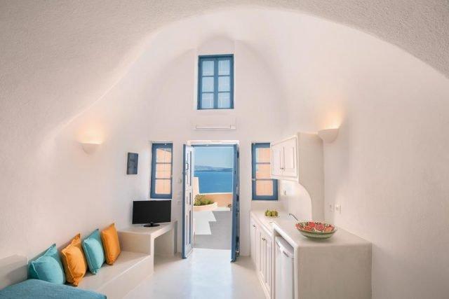 Aeifos Oia Suites